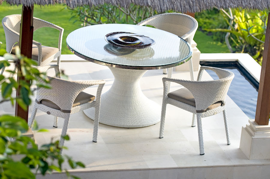 White vigo set glass top table four chairs